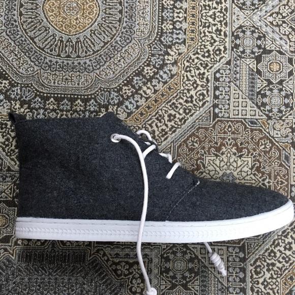 eefae1150dbe Soho Circus Sam Edelman gray sneaker